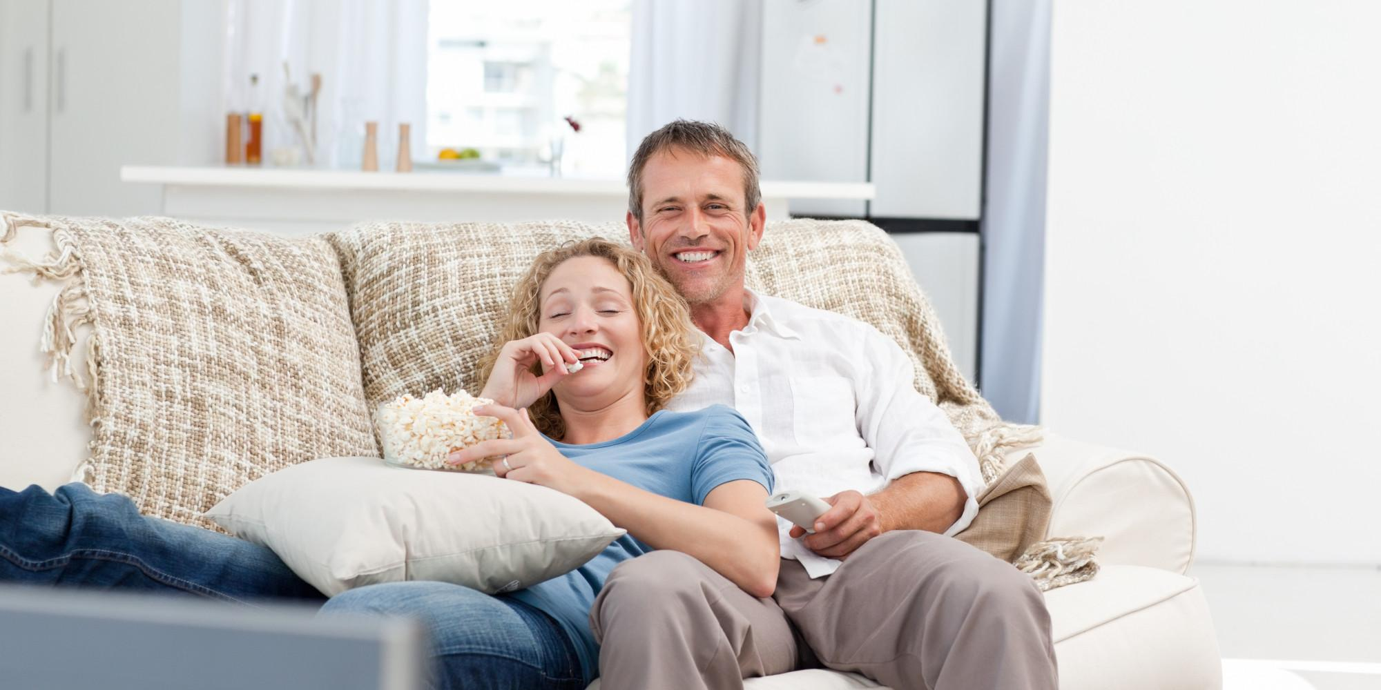 устроить фото на диване пара всего